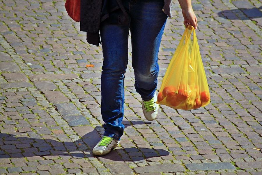 Este supermercado ya no dará bolsas en sus tiendas