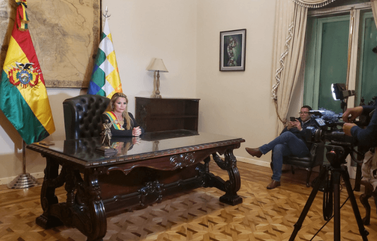 Me dan pena los mexicanos: Jeanine Áñez, presidenta interina de Bolivia