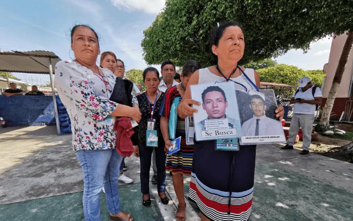 Las madres buscan a sus hijos desaparecidos.