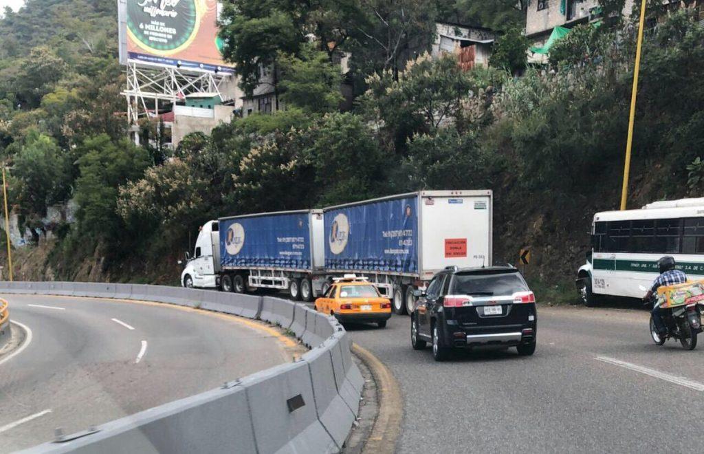 Circulación de vehículos de doble remolque Foto: Internet