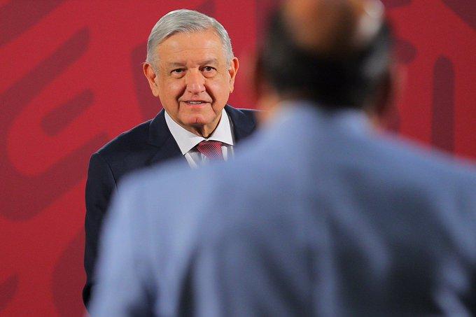 AMLO cuestiona decisión de SCJN sobre sueldos