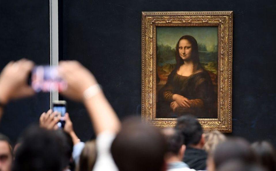 La sonrisa de Mona Lisa vuelve a lucir por reapertura del Louvre