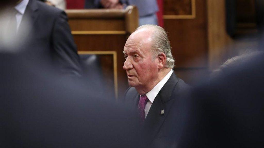 Entre escándalo de corrupción, el rey emérito Juan Carlos deja España