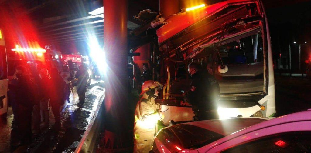 Accidente de Mexibus en la México-Pachuca dejó 11 lesionados