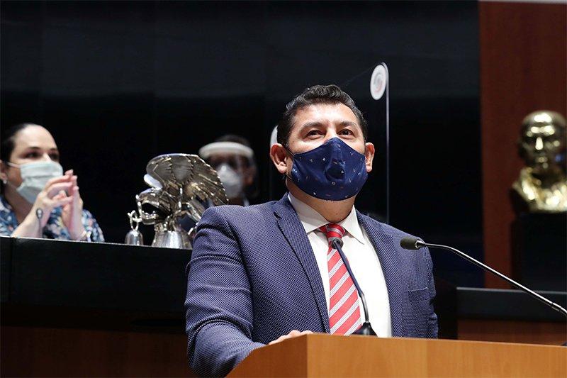 Alejandro Armenta urge a empresas modificar fórmulas de productos chatarra o pagarán más impuestos