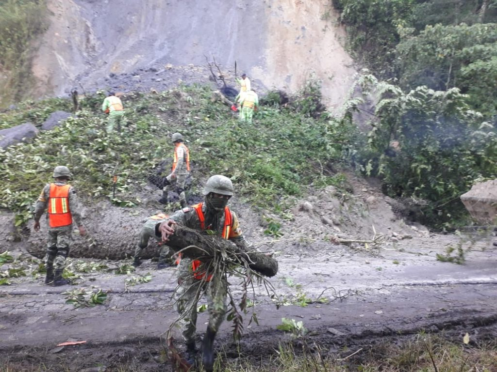 """SEDENA activó """"Plan DN III-E"""", por desgaje de cerro en Veracruz"""