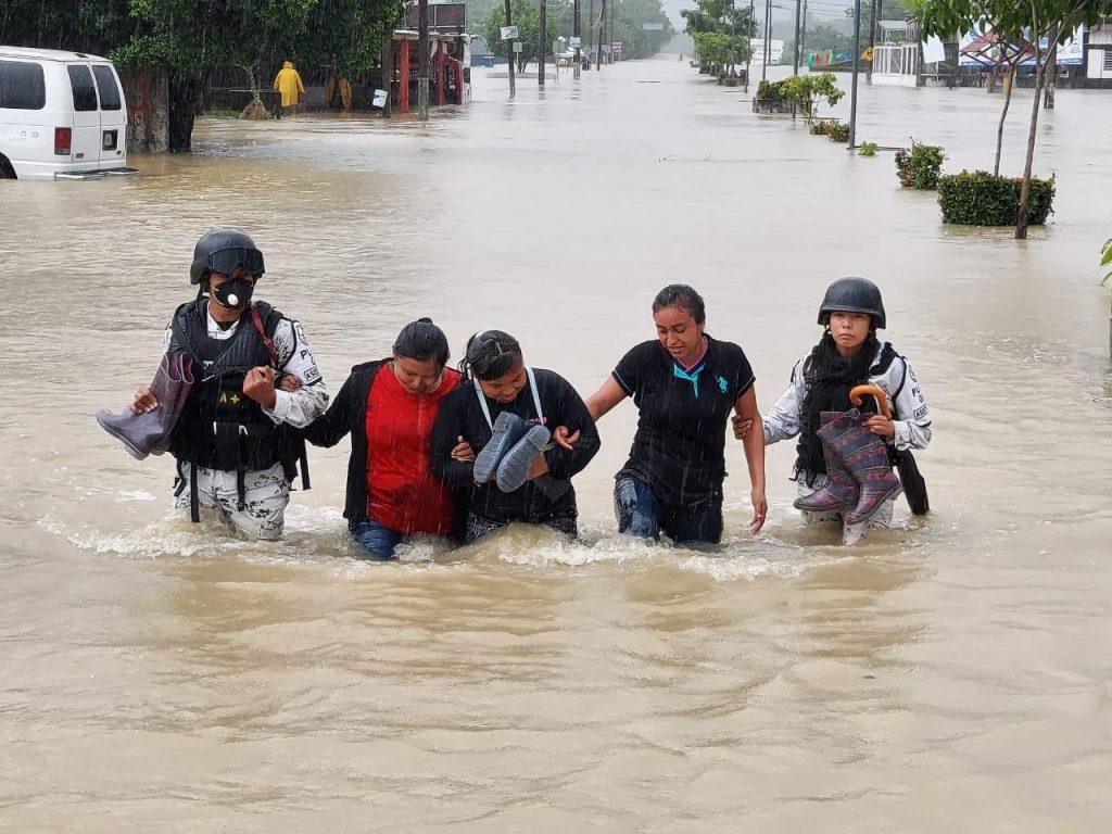 Guardia Nacional rescató a pobladores atrapados por corriente de río en Chiapas