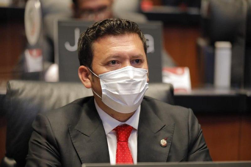 Senador Juan José Jiménez denuncia abusos de hospitales privados en la atención de Covid 19