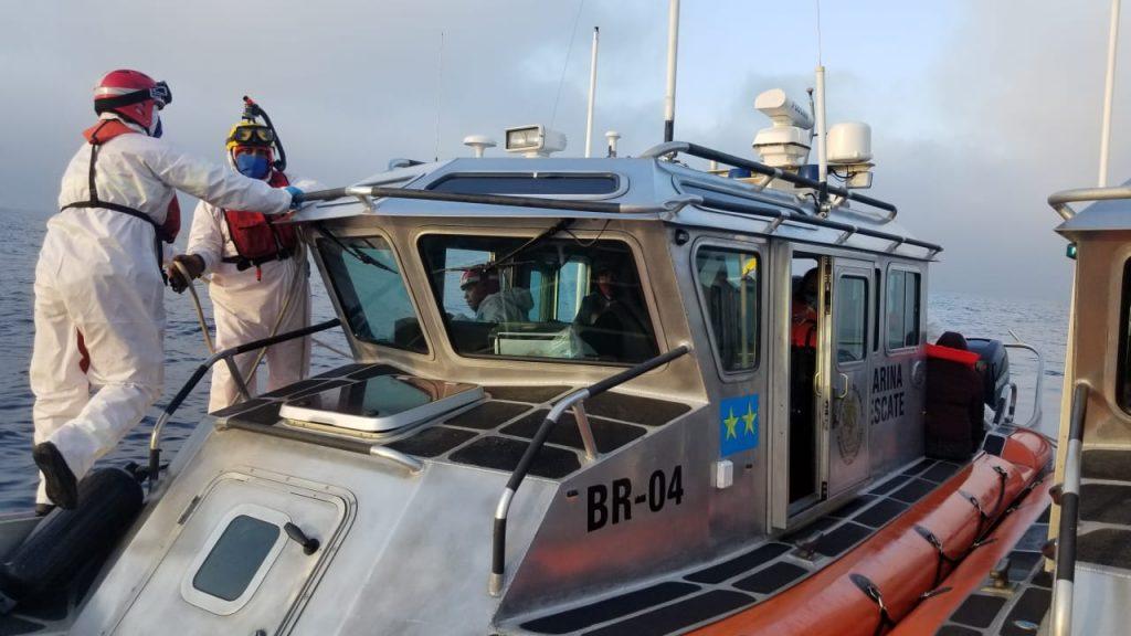 SEMAR rescató a 15 personas de embarcación en Ensenada, Baja California