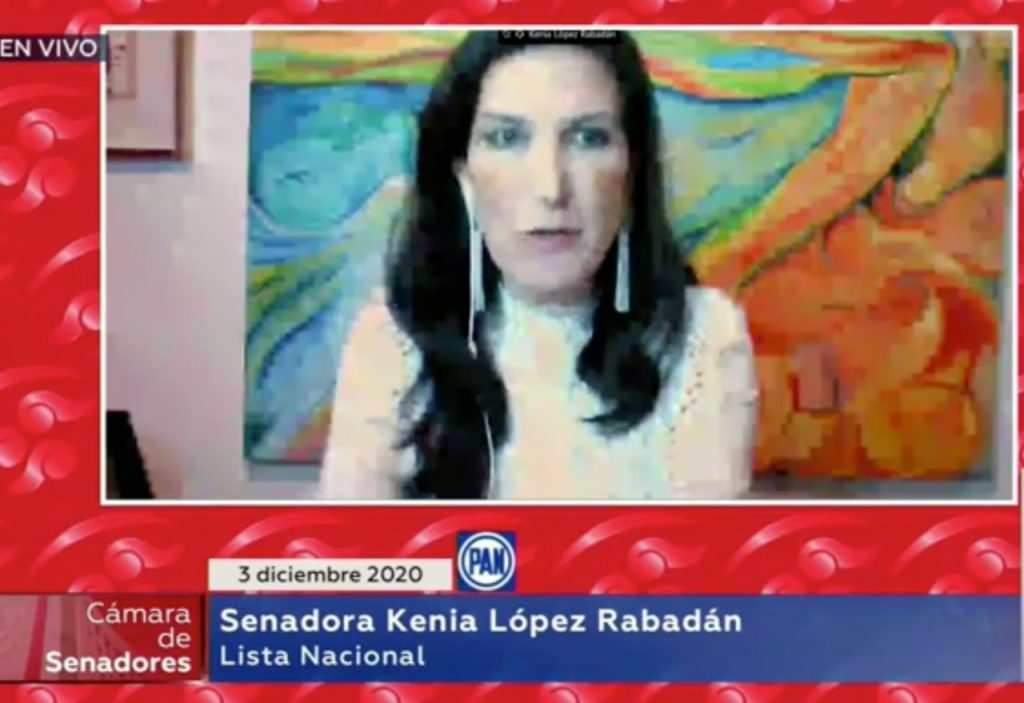 Kenia López Rabadán busca eliminar los honores al presidente de la República