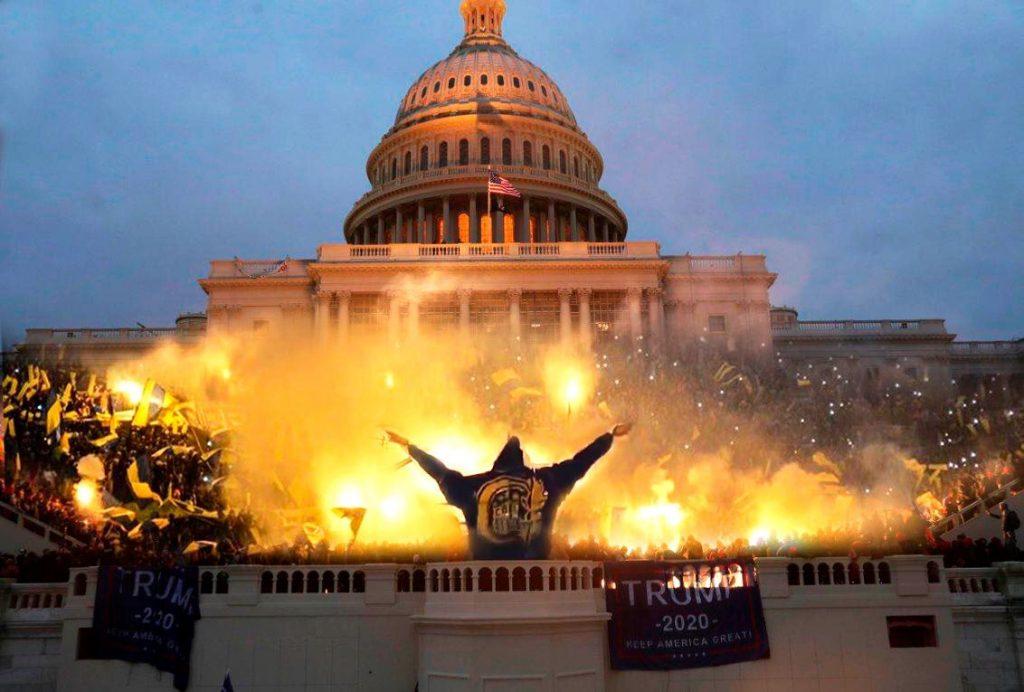 Donald Trump niega culpabilidad por violencia en Capitolio
