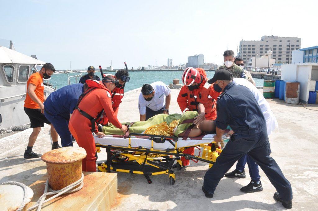 SEMAR rescató a 7 personas al sur de Laguna Verde, Veracruz