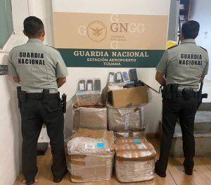Guardia Nacional interceptó en el aeropuerto de Tijuana envíos con 1,527 teléfonos inteligentes sin declarar