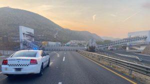 Puente peatonal se cae sobre tráiler en San Luis Potosí