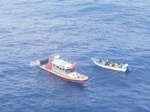 Semar rescató a 13 personas que estaban a la deriva en costas de Baja California
