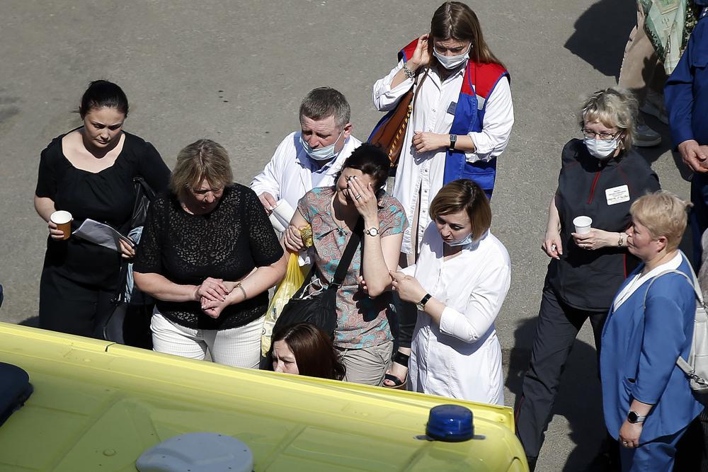 Adolescente abre fuego en escuela primaria rusa: 9 muertos