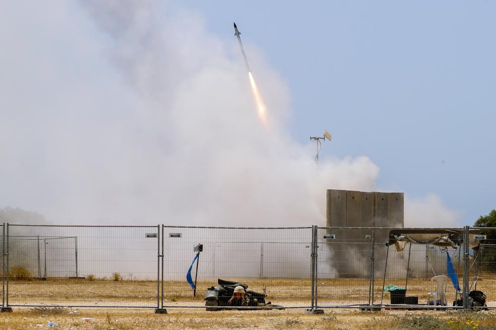 Palestinos lanzan cohetes, Israel responde bombardeando Gaza