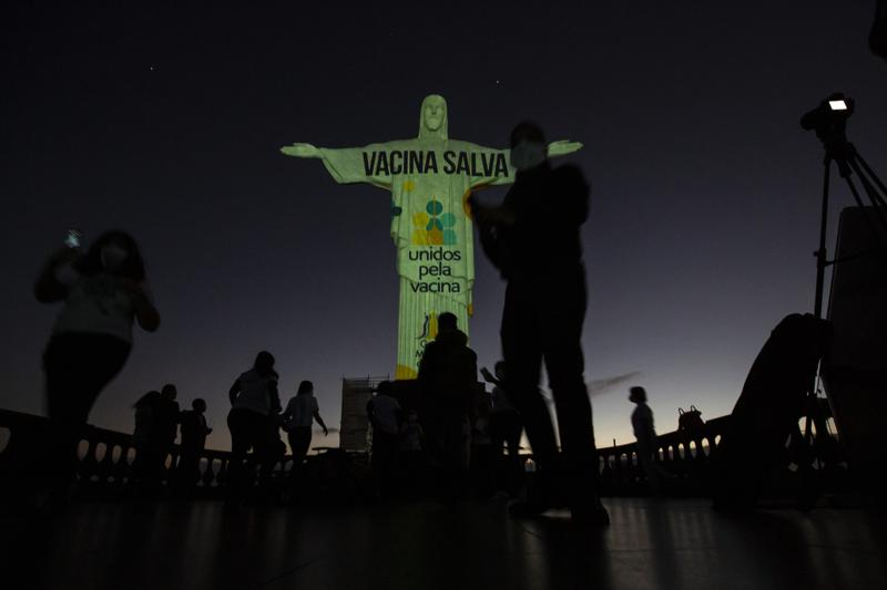 Ciudad de Brasil vacuna contra COVID a gente de 18 a 60 años Foto: AP