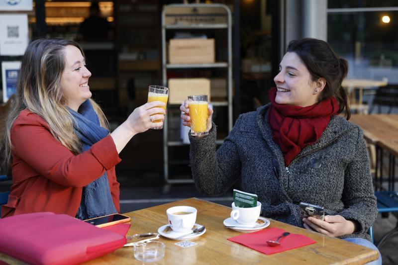 Francia reabre terrazas de cafés y restaurantes tras 6 meses