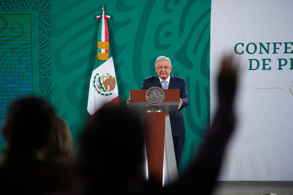 AMLO critica declinación de MC en Sonora