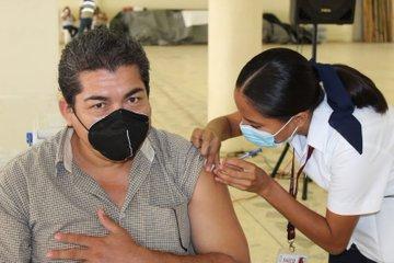 vacunación Foto: @adan_augusto