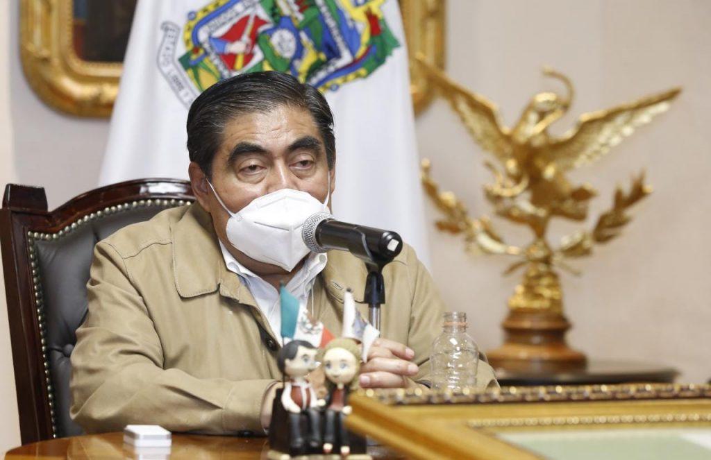 Pide gobernador de Puebla no bajar la guardia pese al control de la Covid