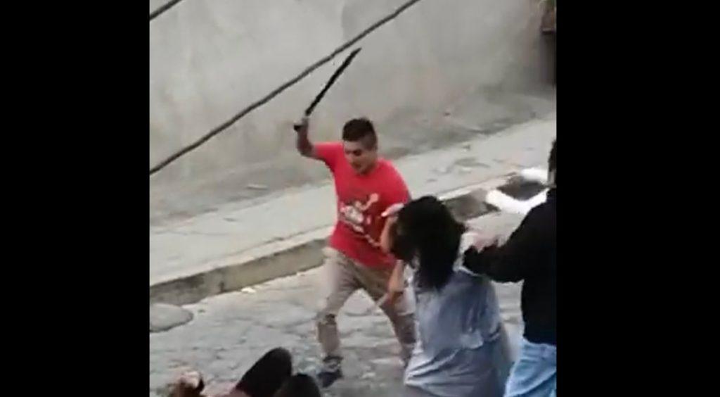 VIDEO I Hombre agrede a machetazos a mujeres en el Edomex Foto: Internet