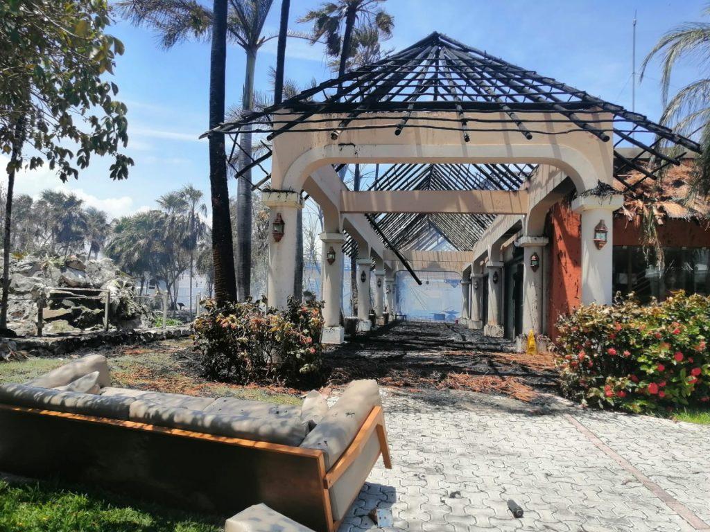 Arde lobby de hotel Palladium en la Riviera Maya Foto: Internet