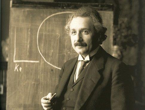 Subastan carta de Einstein en 1,2 millones de dólares