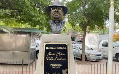 Develan busto del periodista Javier Valdez, asesinado en 2017 Foto: Internet