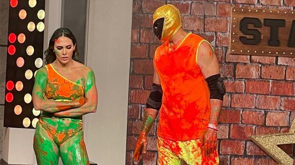 Tinieblas JR. le dio una nalgada a Macky González en 'Las estrellas bailan en Hoy' Foto: Internet