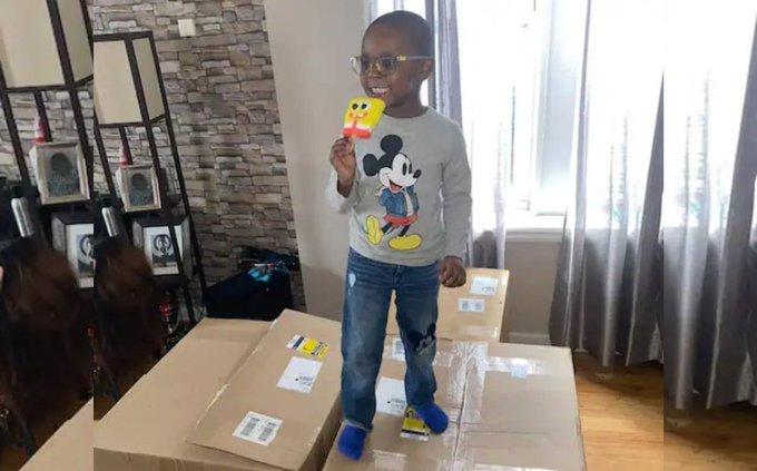 Niño de 4 años usa tarjeta de padres y compra 50 mil pesos de paletas de Bob Esponja