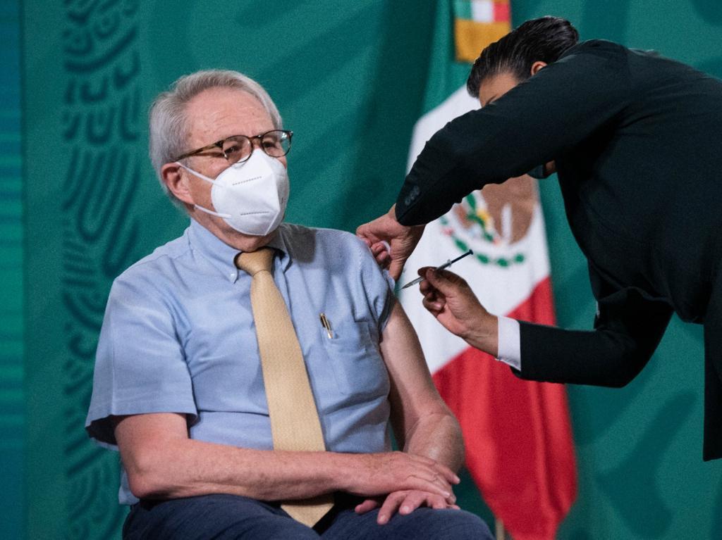 Vacunan a titular de Secretaría de Salud en la mañanera