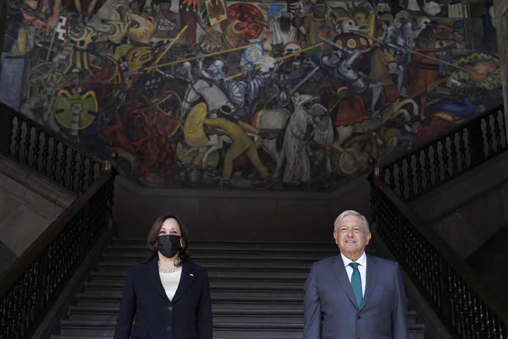 Harris discute con México complejidades de la migración