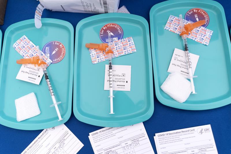 """Vacunar niños contra COVID no es de """"alta prioridad"""": OMS"""