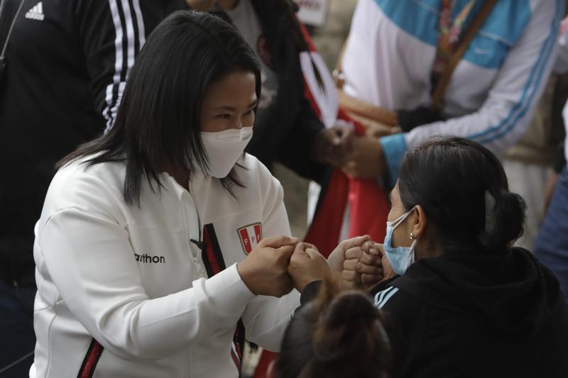 Resultados oficiales dan ligera ventaja a Fujimori en Perú