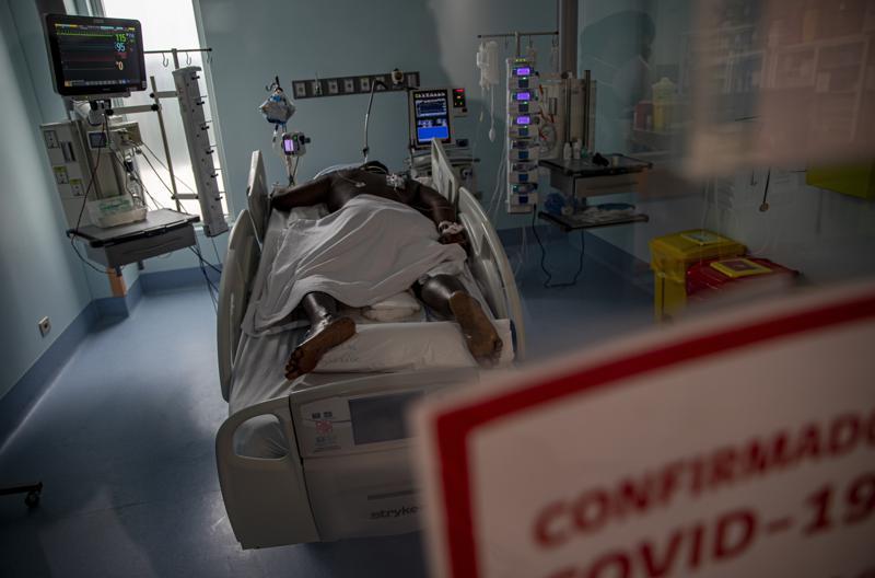 Chile: médicos piden confinamiento total para frenar COVID Foto: AP