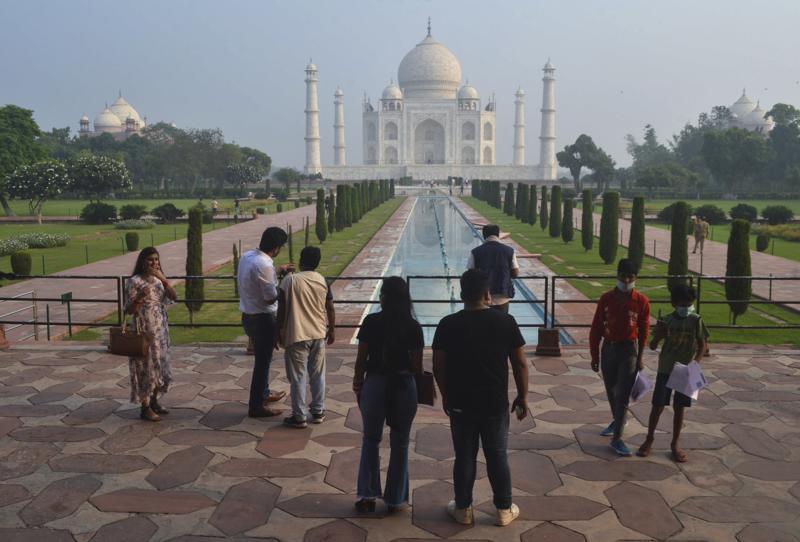 India reabre el Taj Mahal ante caída de casos de COVID-19