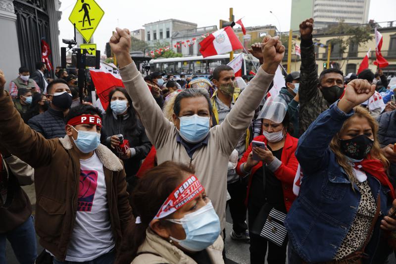 Perú: en cerrado balotaje, Castillo ahora va adelante
