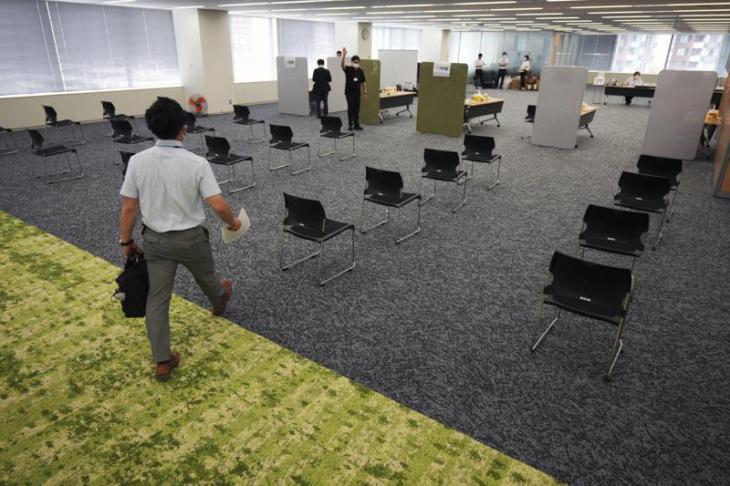 Japón: Miles de empresas vacunan contra COVID-19 a empleados