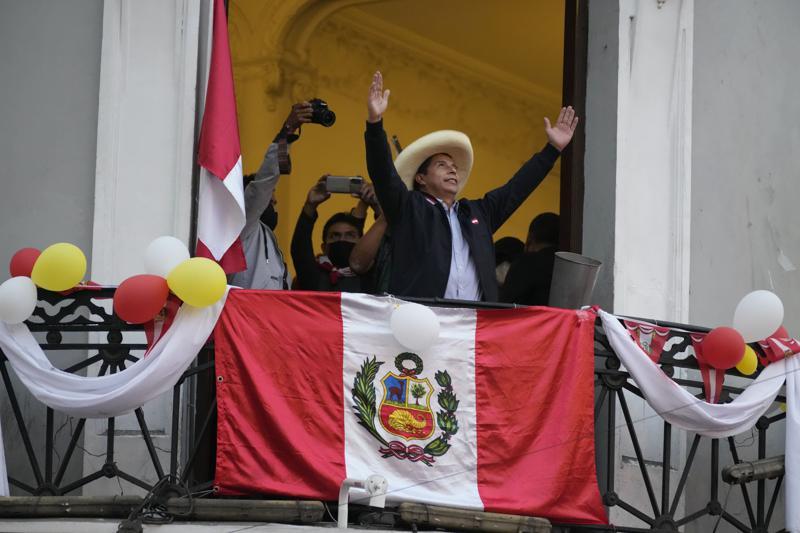 Perú: Castillo sigue arriba en cerrado balotaje presidencial