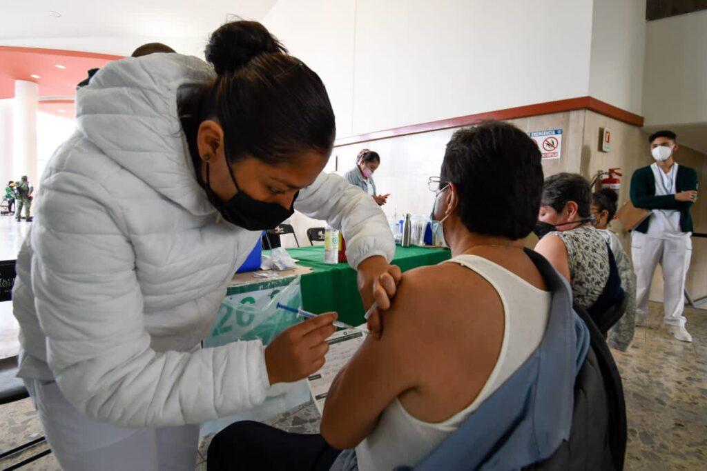 vacunación Foto: @Claudiashein