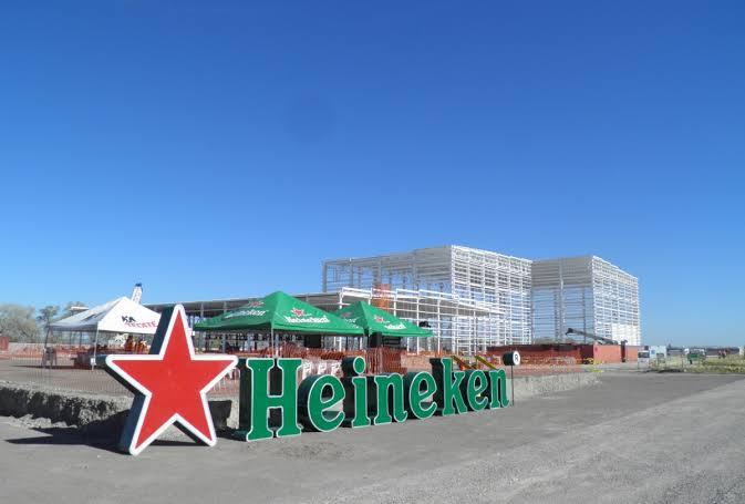 Heineken vacuna a empleados, familiares y adultos mayores en Monterrey