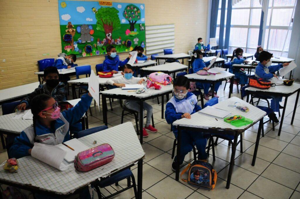 clases presenciales Foto: El Financiero