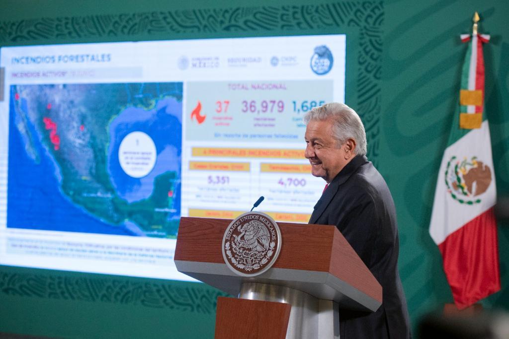 Gobierno de México trabaja para sofocar 37 incendios activos