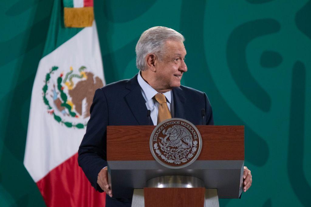 AMLO anuncia plan de bienestar para Aguililla, Michoacán