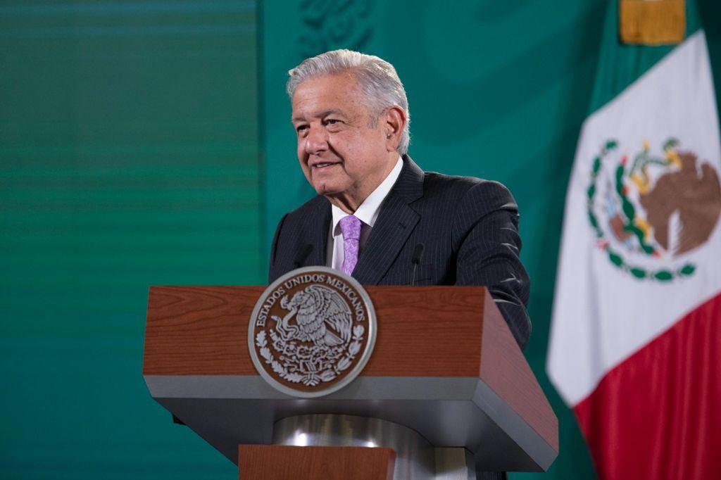 AMLO admite lenta descentralización gubernamental
