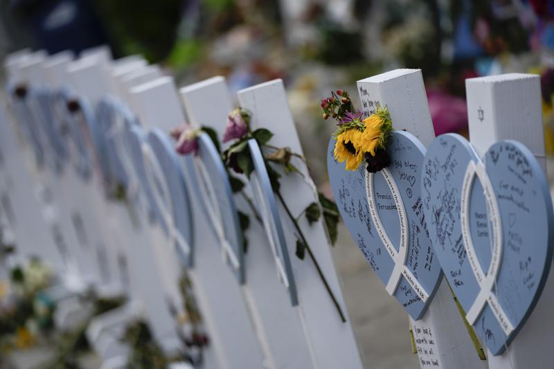Suben a 94 los muertos por derrumbe en Florida