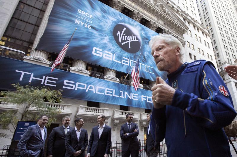 Richard Branson anuncia viaje espacial antes que el de Bezos