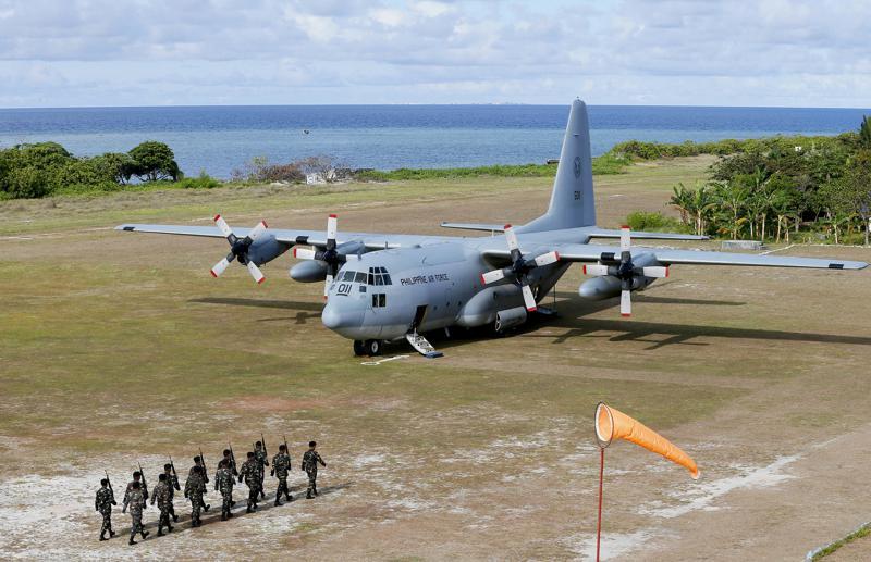 Se estrella avión militar en Filipinas: 45 muertos